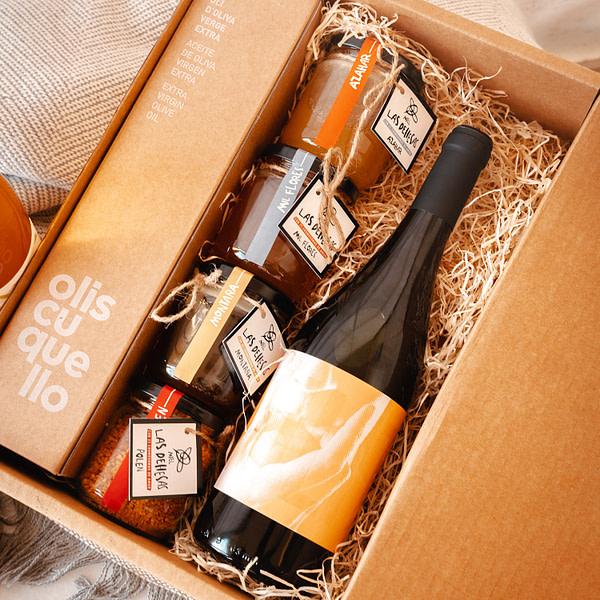 Detalle beebox con miel vino y aceite vista interior